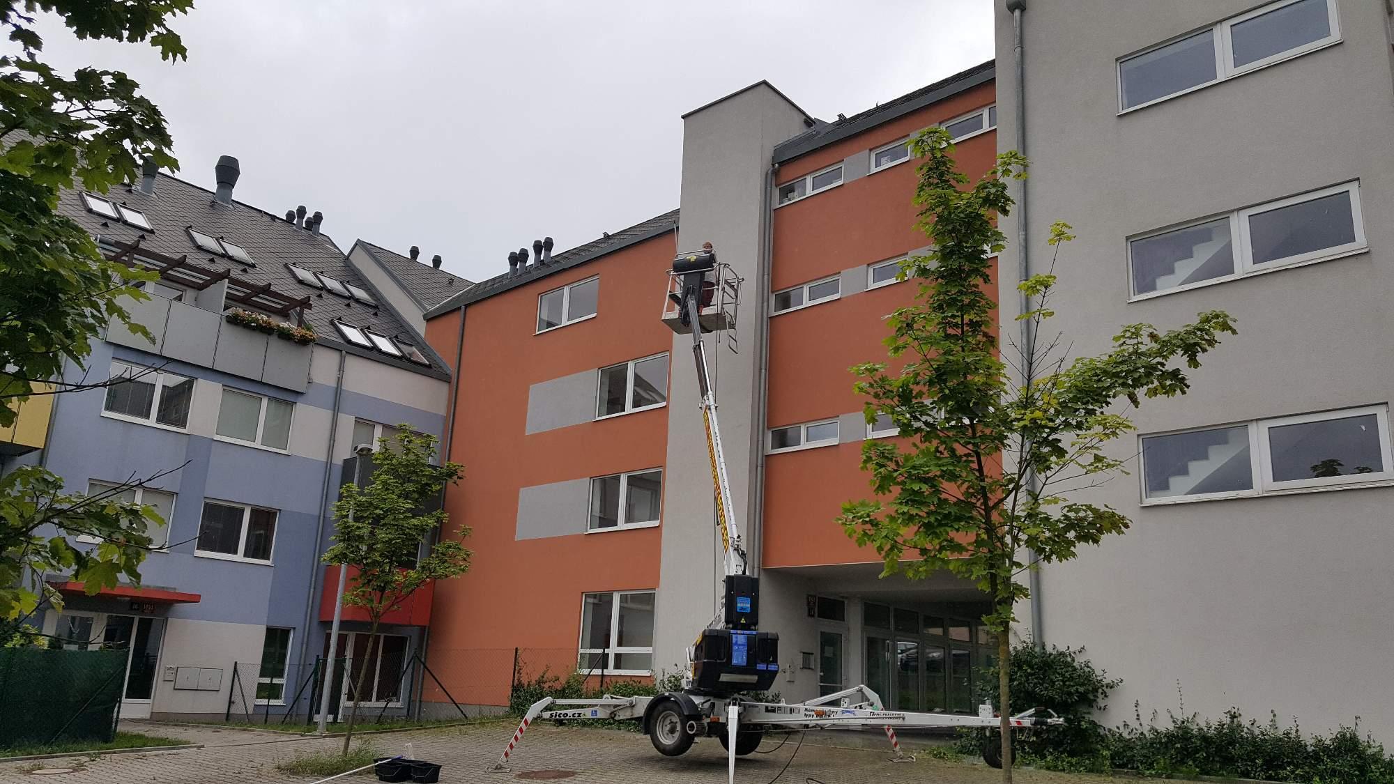 Odstranění plísně ze zateplené fasády - šetrné, ale dlouhodobé