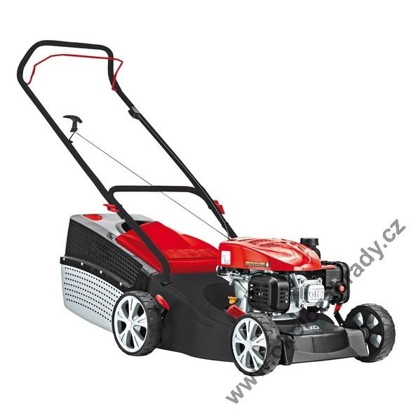 Na pořádnou trávu je zapotřebí pořádná sekačka nebo rovnou malý traktůrek
