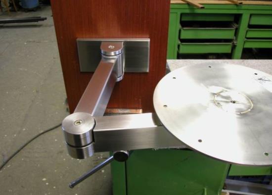 Hledáte vhodný doplněk do vašeho domova? Máte rádi kovové předměty? Pak se spolehněte na špičkové zpracování kovu Romana Mičky, který se věnuje i uměleckému zpracování.