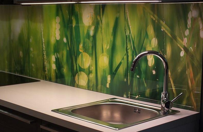 Toužíte po výjimečné a přepychové kuchyni? Pak se podívejte na fotosklo, které je skvělým způsobem, jak si zpříjemnit vaření u vás doma