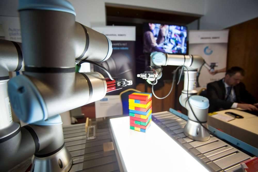 Systémy, robotika, komponenty to je firma Exactec