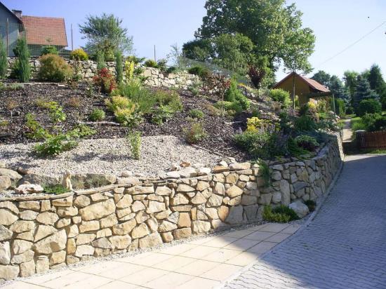 Realizace a návrh zahrad, Zahradnické služby Hastík