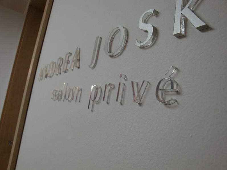 Výroba firemních štítů, MOOS s.r.o.