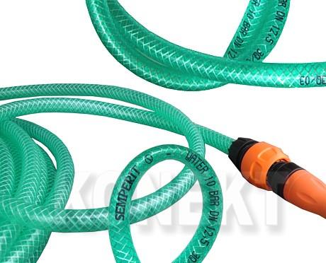 Zahradní hadice s rozstřikovačem