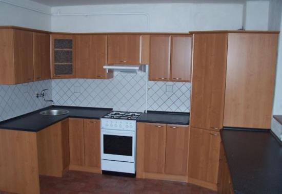 Truhlářství, které vyrábí kuchyňské linky a ostatní nábytek, nachází se v oblasti Brno – venkov