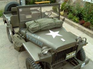 Plachty, sedačky a ostatní příslušenství na vojenské automobily