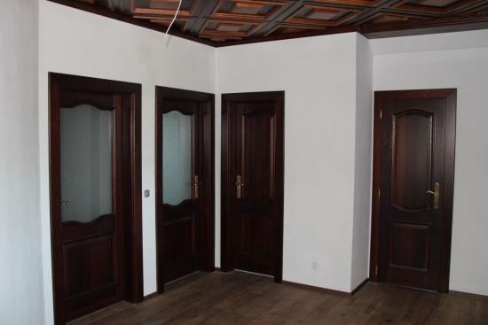 Interiérové dveře, vestavěné skříně a designový nábytek na míru