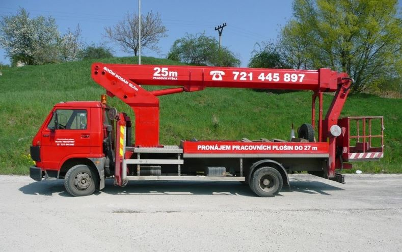 Autojeřáby a montážní plošiny, půjčovna, pronájem, práce s jeřábem Brno