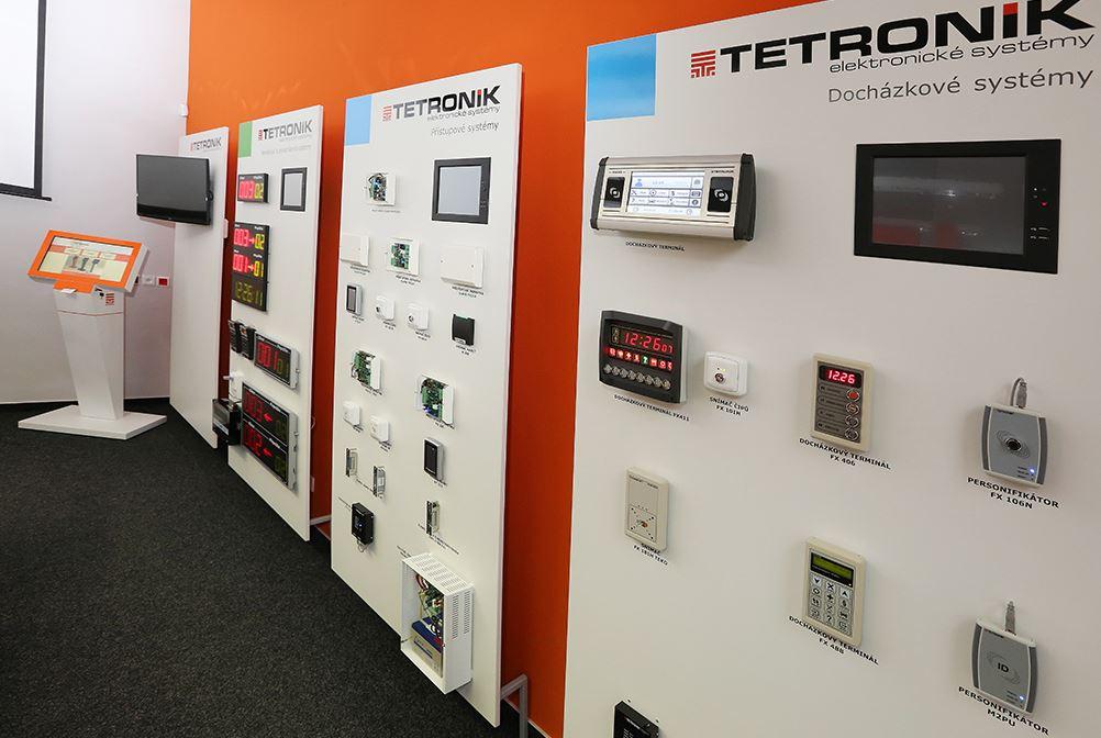 Multifunkční terminál M5 pro docházkové systémy, TETRONIK v.d.