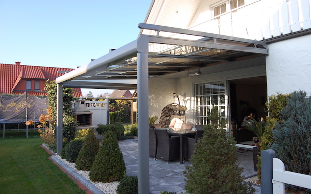 Neomezené barevné provedení konstrukcí terasových přístřešků