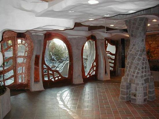 Acera sklenářství Praha 6 navrhuje a vyrábí na zakázku skleněné příčky, celoskleněné dveře, skleněné schody, zábradlí a realizuje další sklenářské práce. Pracujeme rychle a odborně.