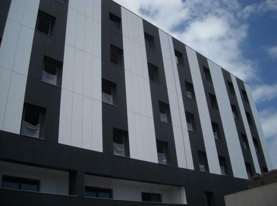 Moderní fasádní obklady pro větrané fasády - import, prodej i montáž