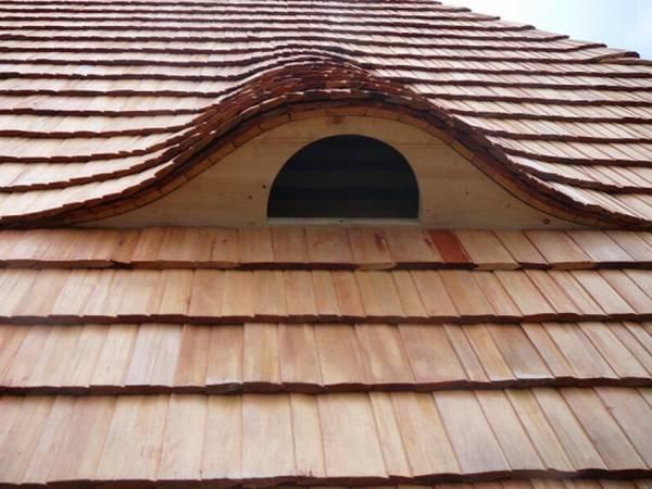 Střecha - dřevěné šindele, Okna Bastl