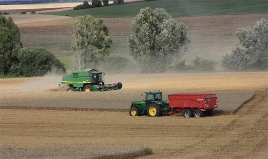 Kvalitní náhradní díly na zemědělské stroje i traktory rovnou ze skladu