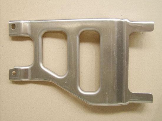 Lisov�n� plech� i ��st� karoseri� pro automobilov� pr�mysl