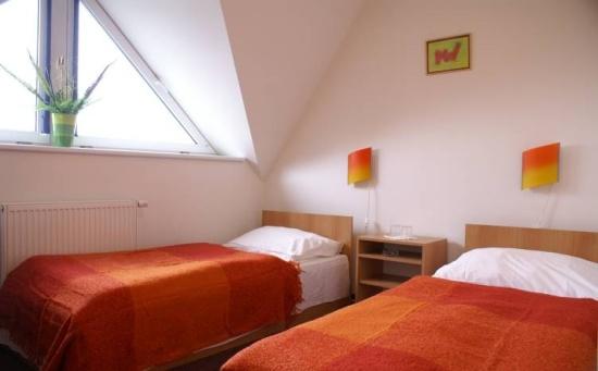 Hotel Pratol: P�i cest� do st�edn�ch �ech vyu�ijte ubytov�n� na strategick�m m�st�