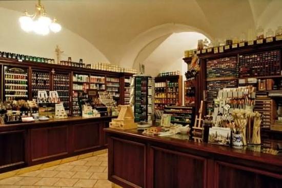Výtvarné potřeby s nejširším sortimentem produktů v ČR. To je ZLATÁ LOĎ, kamenná prodejna v centru Prahy a e-shop výtvarných potřeb