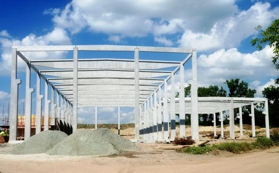 Dobetonování a tmelení spár, betonáže, základové patky, ocelové konstrukce