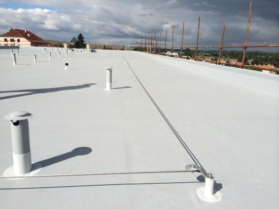 I střecha musí být bezpečná. Pořiďte si střešní záchytný systém Rothoblaas, vyplatí se vám to!