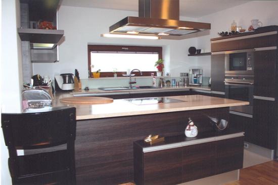 Kuchyn� na m�ru si porad� s nerovn�m povrchem i va�im n�ro�n�m vkusem