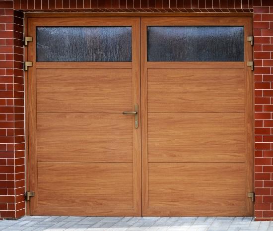 Las puertas de alas para garajes atraerán su atención por sus propiedades de usuario y por su apariencia