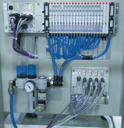 Robotizovaná smyčkovačka ROS3 pro výrobu rozbušek - konstrukce povýšená na umění