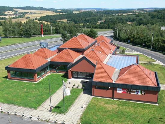 Kvalitní pokrývačské práce prováděné zkušenými pokrývači = základ dobré střechy