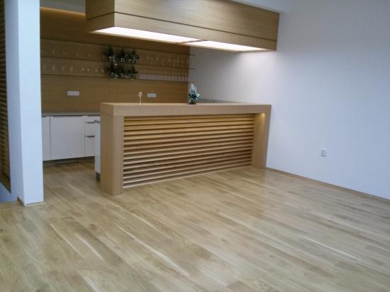 Teplo domova nevykouzlí linoleum, ale krásná dřevěná podlaha!