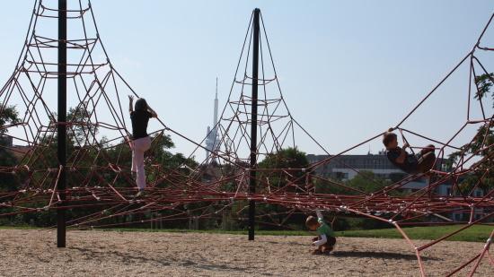 HAGS Praha: dětská hřiště, horolezecké stěny, městský mobiliář