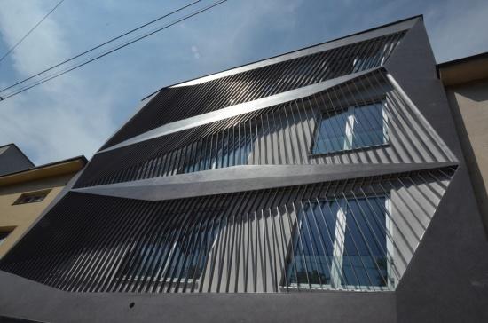 Nový architektonický vzhled fasády Lékařského domu tvarované do 3D: STAVAD s.r.o., rekonstrukce, Zlín