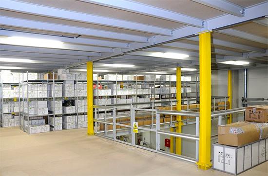 Regálové systémy a skladové plošiny od projektu až po pravidelný servis