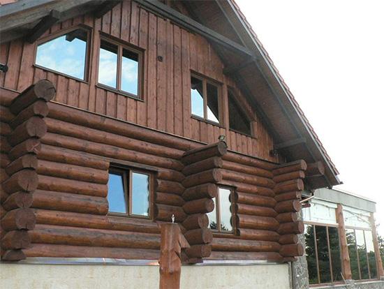 Dřevěná okna a dřevěné dveře od výrobce s dlouholetou tradicí