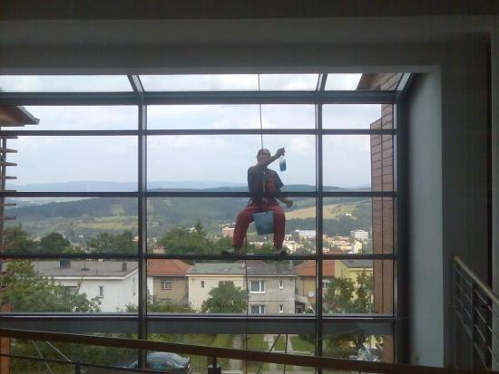 Čištění fasád Zlín: výškové práce