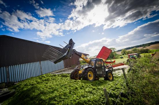 Kvalitní a spolehlivé stroje Cat® - efektivní řešení pro české zemědělce