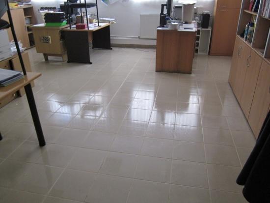 Úklid kanceláří ve dne i v noci zajišťuje AVIAR cleaning company, s.r.o.