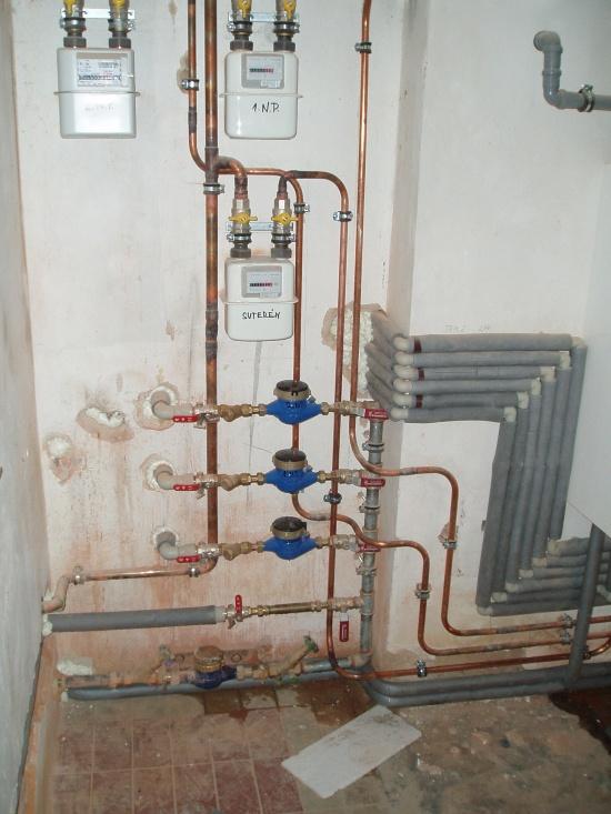 Podružné měření vody a plynu 3 bytů v domě v Novém Bydžově