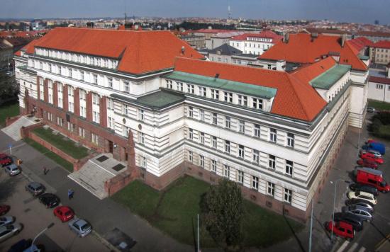 STŘECHY VRŇATA & ŽÁČIK s.r.o.: pokládka střechy, Praha