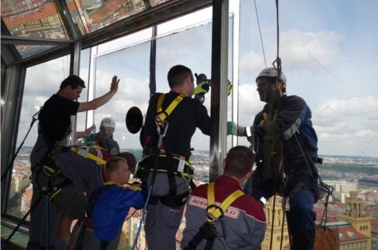 Speciální sklenářské práce ve výškách či s vysokými požadavky na bezpečnost