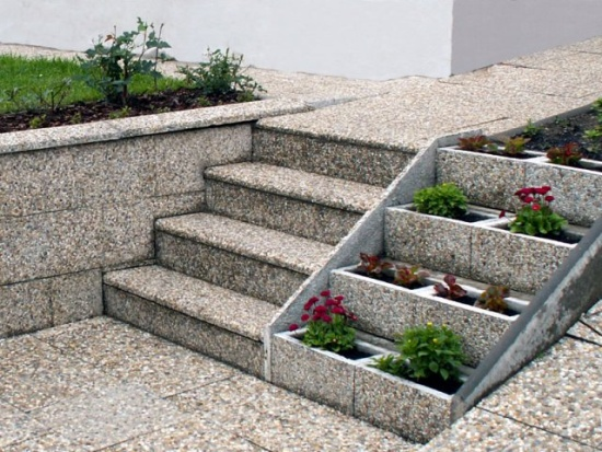 Betonov� v�robky dodaj� zahrad� �mrnc a eleganci
