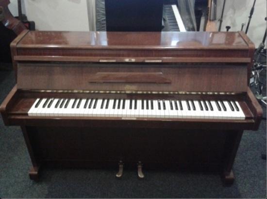 Prodej a servis pian s tradic� rodinn� firmy