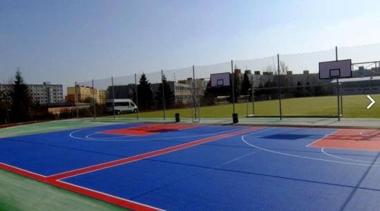 Forward tenis, Stará Boleslav: sportovní a tenisové povrchy, antukové kurty