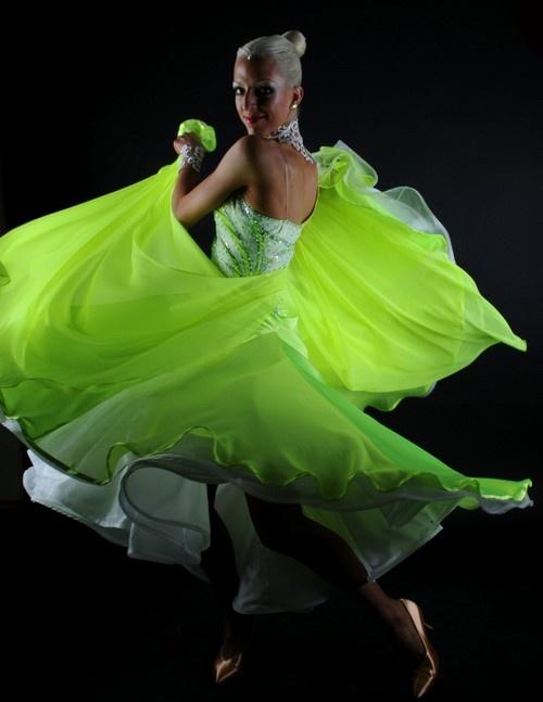 HELLER s.r.o., Praha 1: taneční oblečení, šaty do tanečních