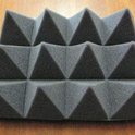 Tlumiče hluku, akustické zástěny i protihlukové dveře pro dokonalé odhlučnění vašeho provozu