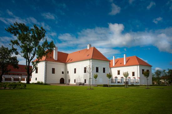 Hotel Zámek Valeč: Luxusní ubytování s pohádkovým wellness centrem