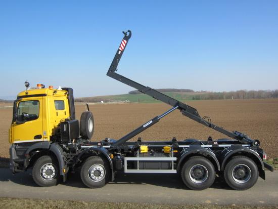 H�kov� nosi� kontejner� � perfektn� vybaven� pomocn�k pro v�echny typy vozidel