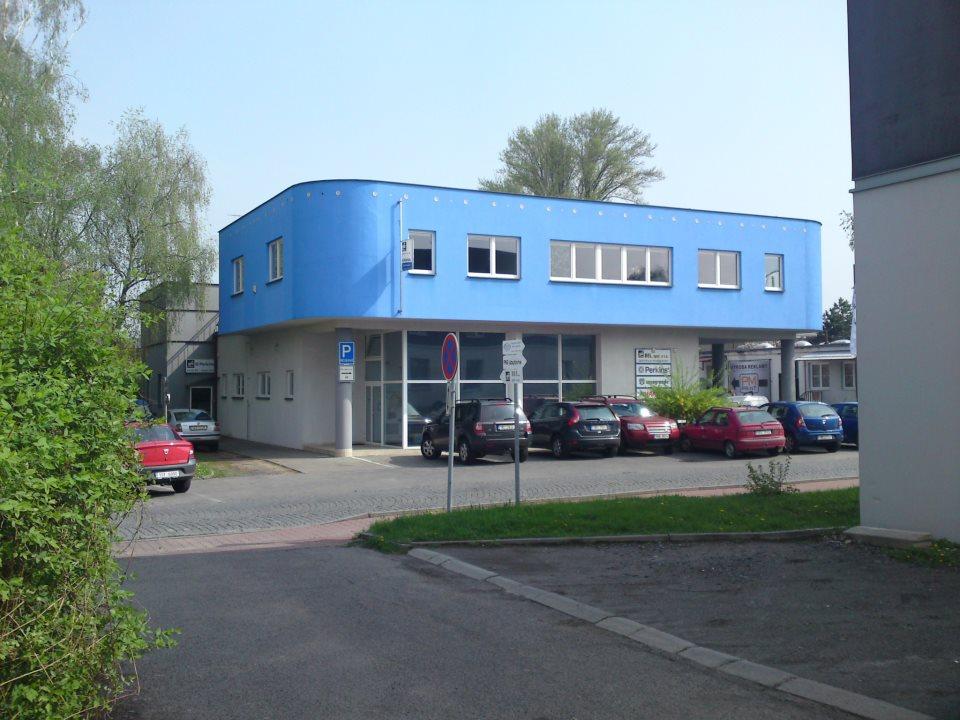 Budova společnosti BEL specializující se na lodní motory.