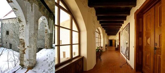 Ubytování, Hotel Zámek Valeč - rekonstrukce