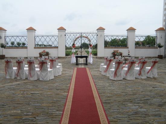 Svatba a ubytování na zámku, Hotel Zámek Valeč