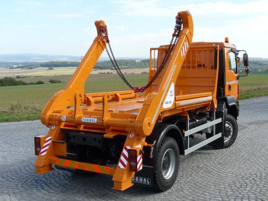 Ramenový nosič kontejnerů zjednoduší práci v terénu