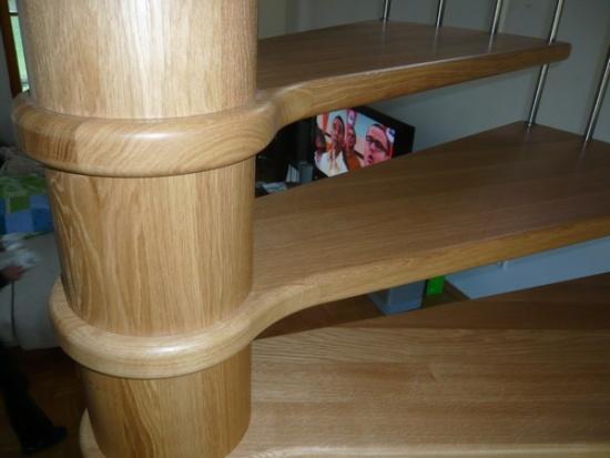 Dřevěné schodiště na míru pro každý interiér